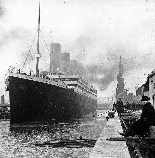 سفينة التيتانيك قبل إبحارها من ميناء ساوثهامبتون