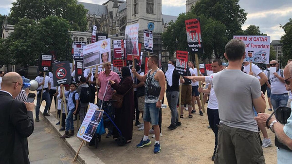 Protesters greet Qatari Emir as he arrives in Westminster