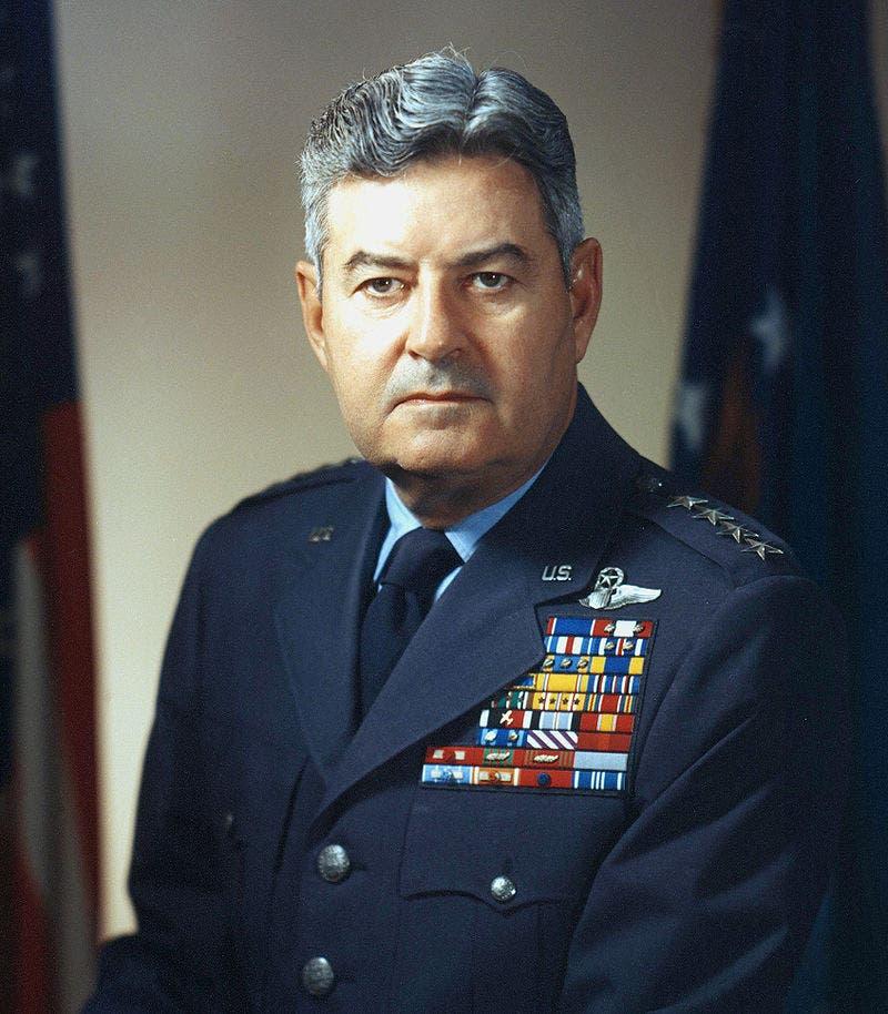صورة للجنرال الأميركي كورتيس لوماي