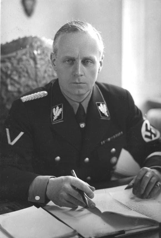 صورة لوزير الخارجية الألماني يواخيم فون ريبنتروب