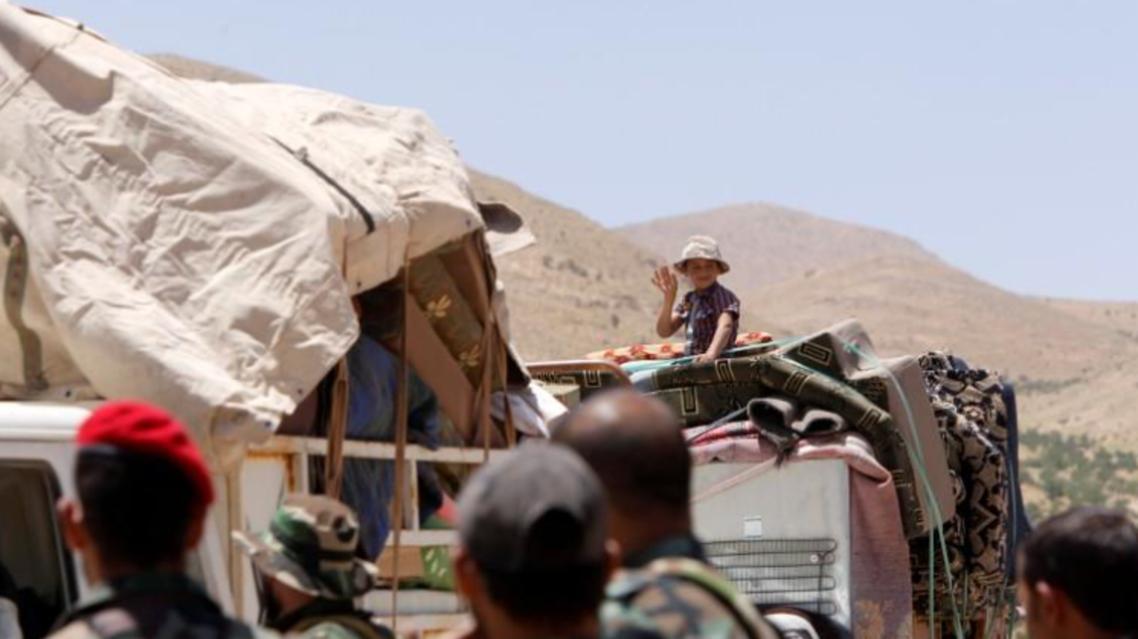 طفل من اللاجئين السوريين يعود إلى بلاده من لبنان يوم 28 يونيو