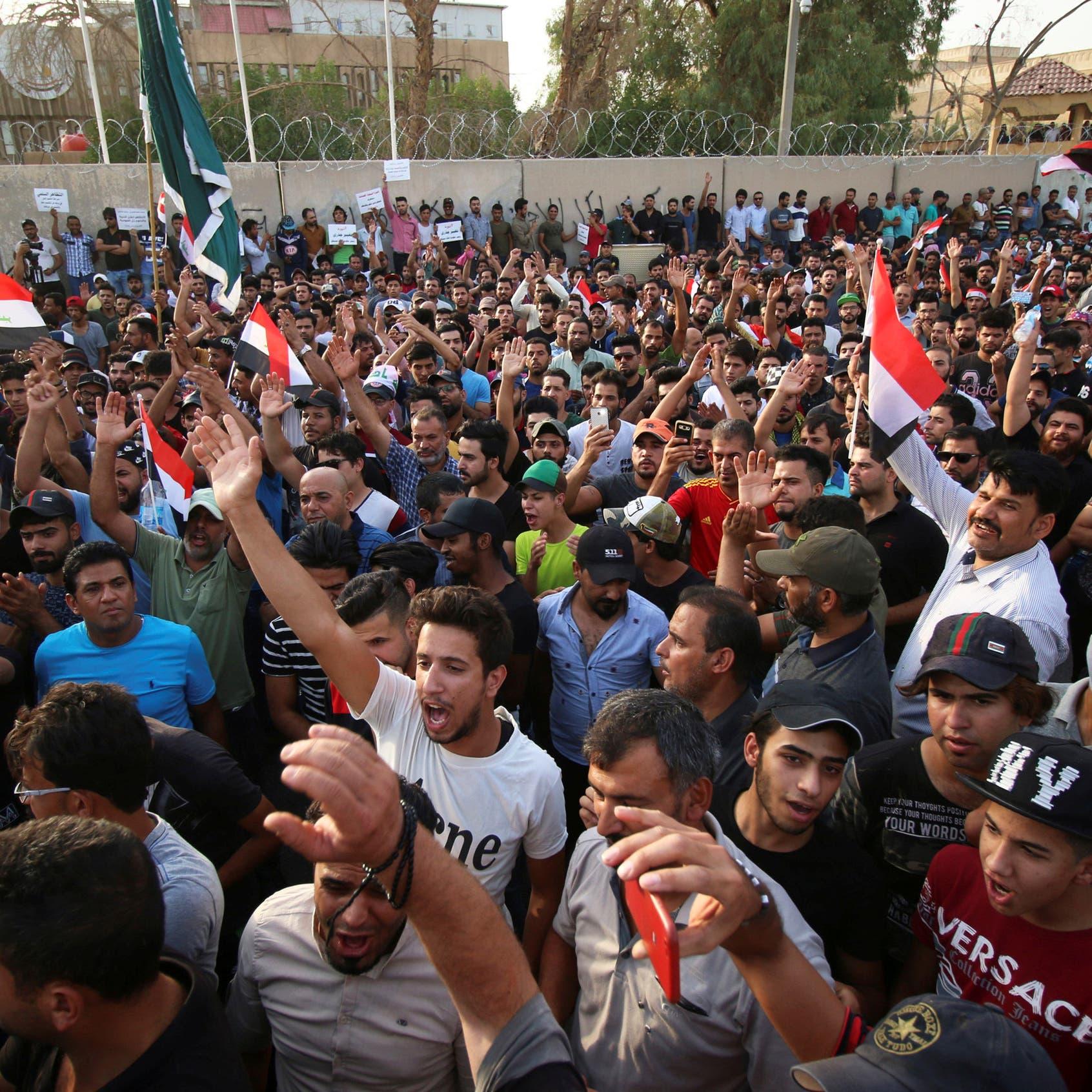 العراق.. تجدد التظاهرات أمام مجلس محافظة البصرة