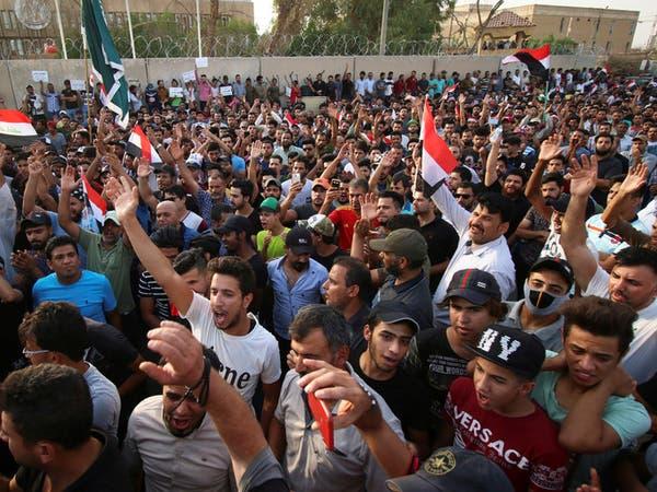بعد الاحتجاجات.. العبادي يوقف وزير الكهرباء عن العمل