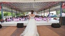 شاهد كيف تصرفت العروس بفستان الزفاف عندما هرب العريس
