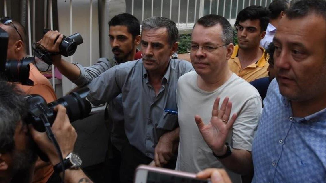 القس الأميركي آندرو برانسون لدى وصوله إلى منزله بعد إطلاق سراحه من سجن في إزمير يوم 25 يوليو تموز 2018.