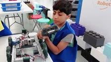 طفل سعودي يتحدى التوحد بصناعة الروبوتات