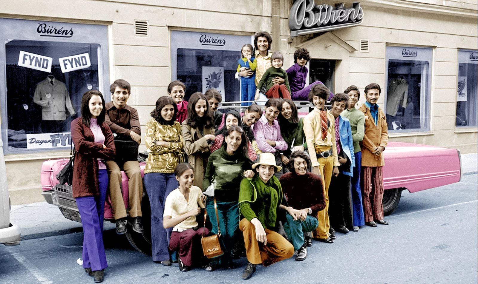 أسامة بن لادن (الثاني إلى اليسار) أثناء رحلة إلى السويد في عام 1971