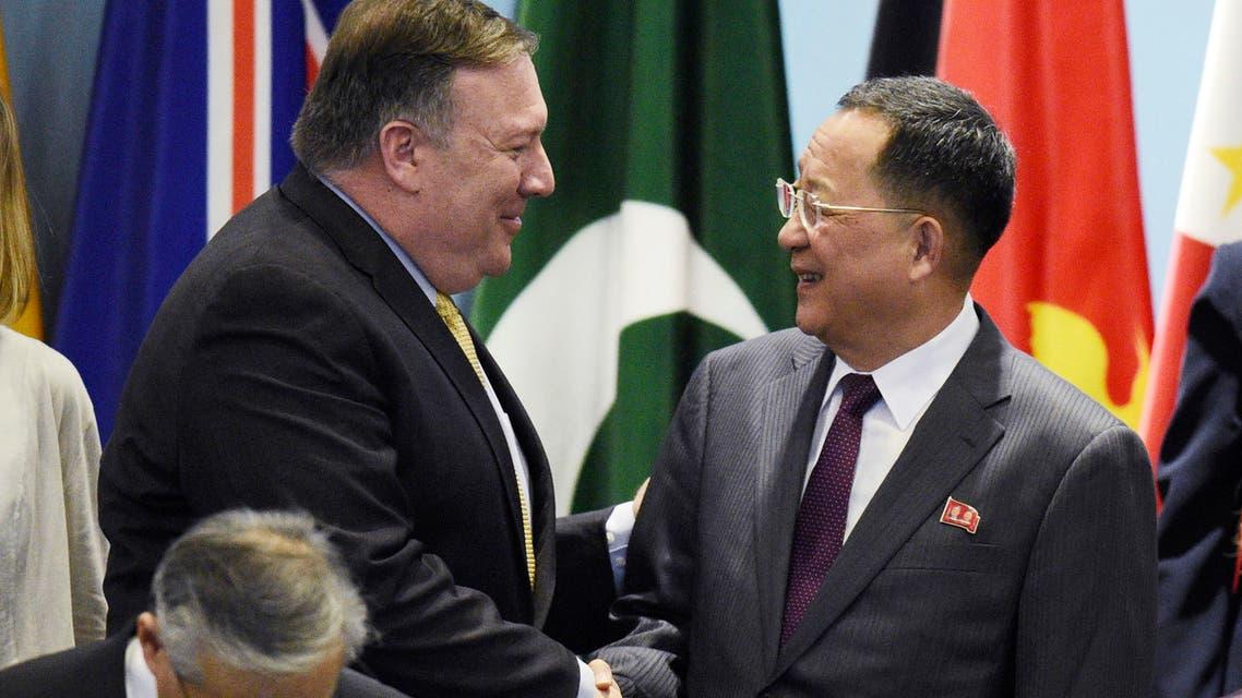 وزير خارجية كوريا الشمالية ري يونغ هو مع وزير خارجية أميركا مايك بومبيو