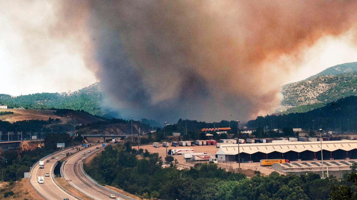 Flames burn the forest near the highway in La Jonquera, Spain, near the border with France, Sunday, July 22, 2012. (File photo: AP)
