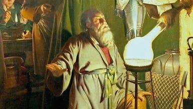 خلال سعيه لتحويل البول لذهب.. اكتشف هذا العالم الفوسفور