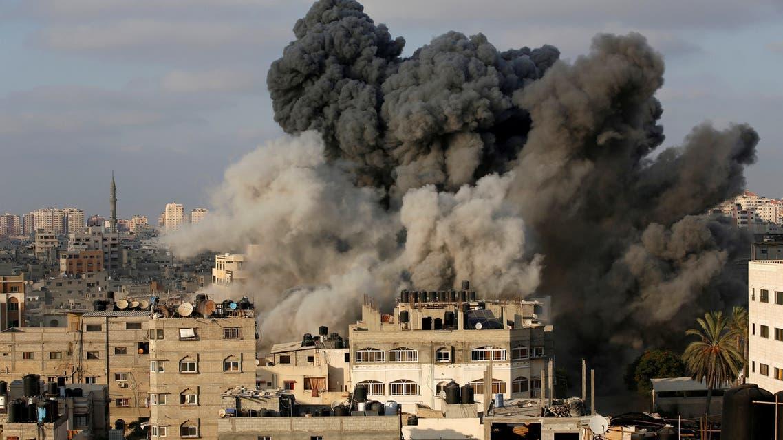 قصف على مبنى المسحال في غزة