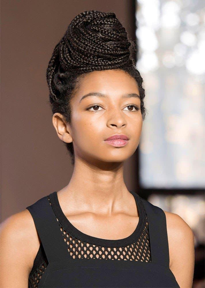 7c4738f4 9ba3 479d 821d c4c4fbd7ceb9 كيف تسرحين شعرك الأشعث؟ أفضل تسريحات يوصي بها خبراء الجمال؟
