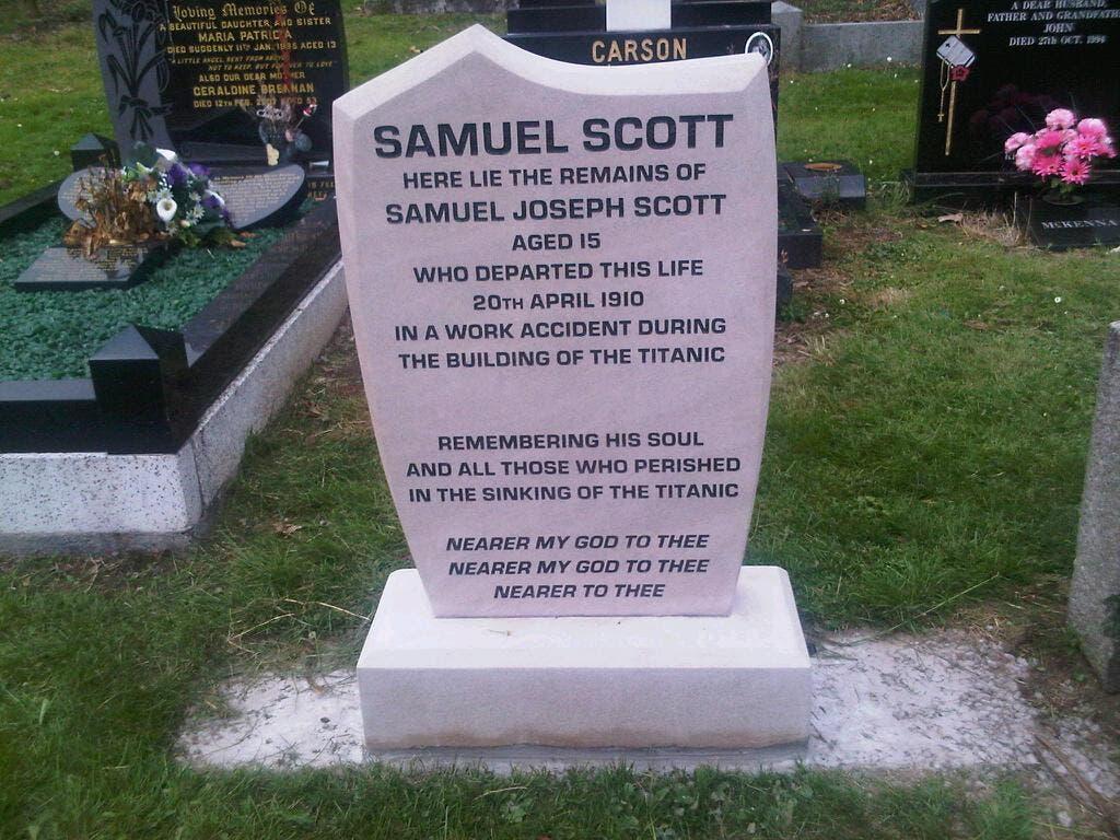 صورة لشاهد القبر الذي حضي به الطفل صامويل سكوت