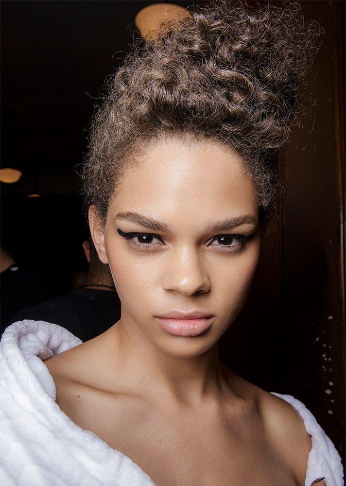 bd5bcbc7 5c7d 4e3d 9da7 4f123b20a783 كيف تسرحين شعرك الأشعث؟ أفضل تسريحات يوصي بها خبراء الجمال؟
