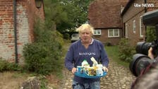 WATCH: Boris Johnson avoids burqa drama by offering journalists cups of tea