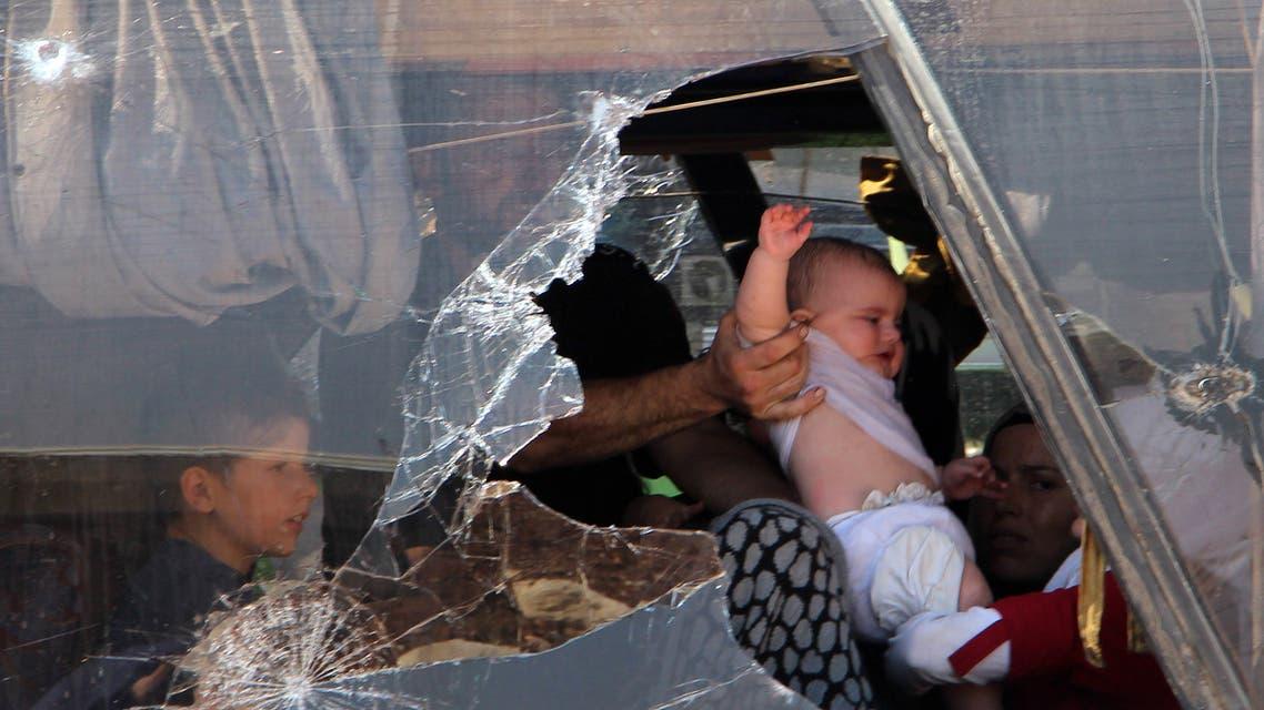 إجلاء عائلات مع أطفالها في إدلب