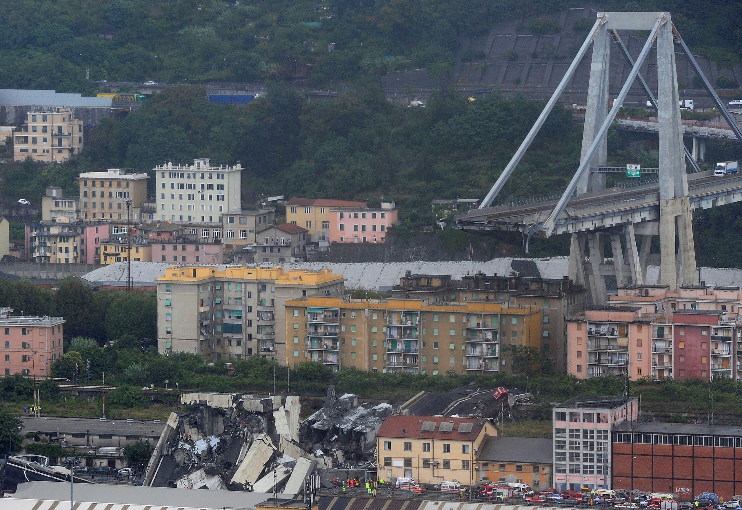 """الحصيلة قابلة للارتفاع..  30 قتيلاً على الاقل بانهيار """"مروع"""" لجسر في جنوة الإيطالية"""