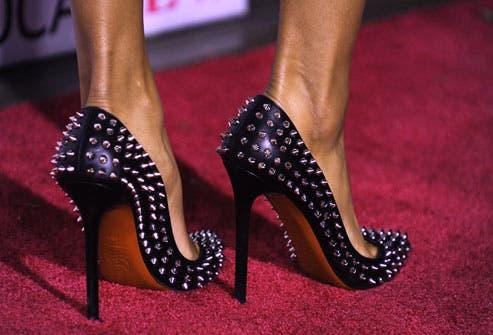 d0c28420 9173 4734 925b 3ae5ee47d148 الحذاء القاتل ،،،ماهو ارتفاع كعب الحذاء الذي يمكن ان يودي بحياتك؟