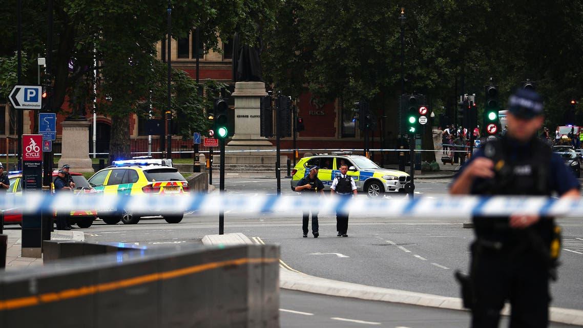 جرحى باصطدام سيارة بحواجز البرلمان البريطاني