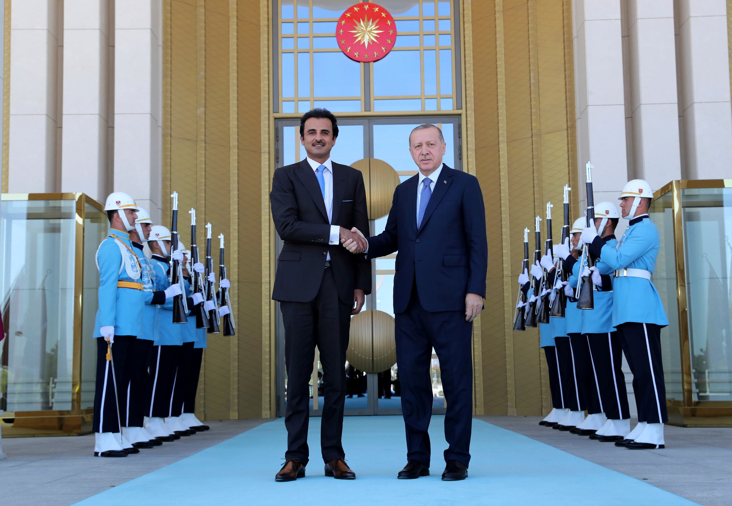 Turkey's President Recep Tayyip Erdogan, right, and Qatar's Emir Sheikh Tamim bin Hamad Al Thani shake hands before their talks in Ankara, Turkey, Wednesday, Aug. 15, 2018. (AP)