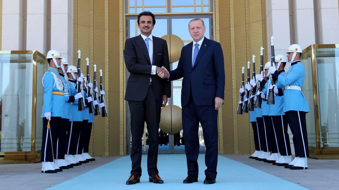 Turkey's President Recep Tayyip Erdogan, right, and Qatar's Emir Sheikh Tamim bin Hamad Al Thani shake hands before their talks in Ankara, Turkey, Wednesday, Aug. 15, 2018. (AP)