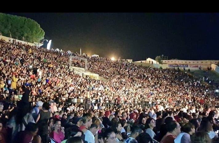 جمهور إليسا بالآلاف في تونس