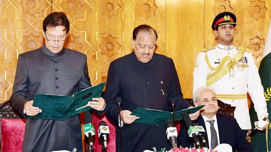 رئيس الحكومة الباكستانية يؤدي اليمين الدستورية وإلى جانبه الرئيس ممنون حسين
