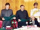 رسمياً.. عمران خان يتولى رئاسة حكومة باكستان