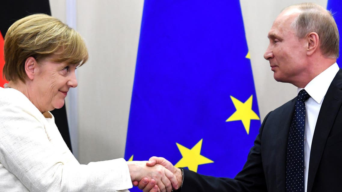 Russian President Vladimir Putin (R) shake hands with German Chancellor Angela Merkel after a press conference during their meeting in Sochi on May 18, 2018.