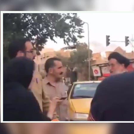 """شاهد إيرانية تنتفض بوجه معمم: """"أنا حرة بما أرتدي"""""""