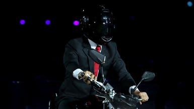 فيديو مثير.. رئيس إندونيسيا يستعرض على دراجة نارية
