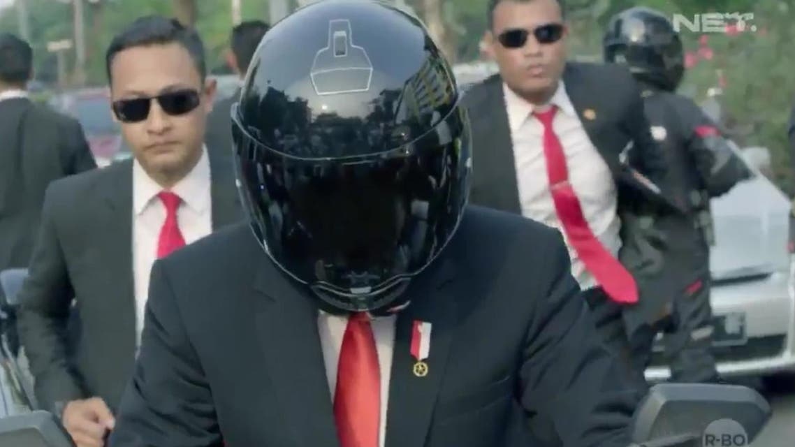 By Sunday, the video of the president's dash across the city had more than 800,000 views on a YouTube posting by official broadcaster SCTV. (Screengrab)