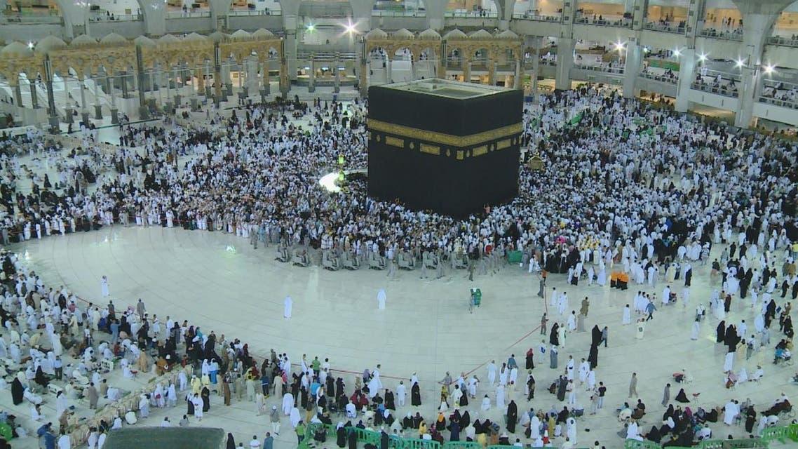 تنظيف المسجد الحرام يغطي مليون متر مربع وسط كثافة بشرية هائلة