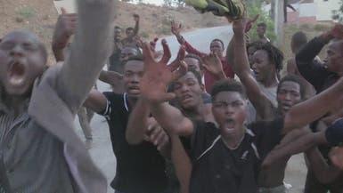 شاهد مهاجرين يقتحمون الحدود المغربية الإسبانية