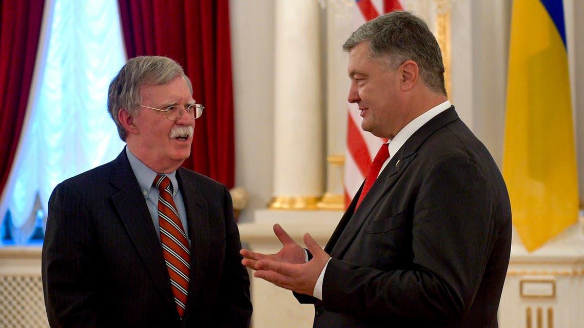 Ukrainian President Petro Poroshenko, right, and US national security adviser John Bolton talk during their meting in Kiev, August 24 2018. (AP)