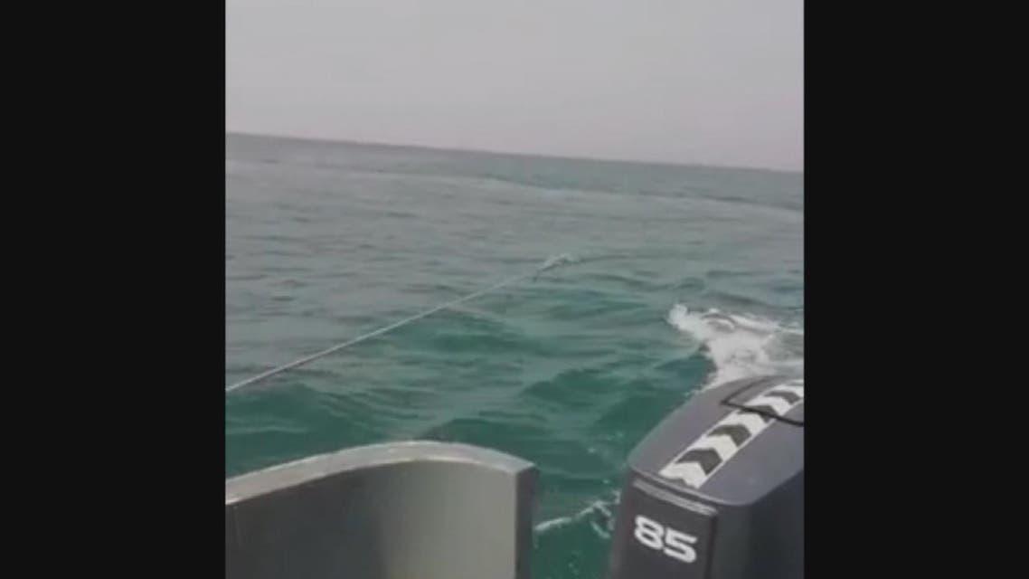 شاهد تفجير لغم بحري زرعه الحوثيون في البحر الأحمر