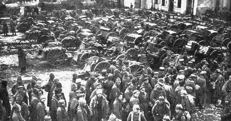 جانب من الجنود الروس الأسرى عقب معركة تاننبرغ في أغسطس 1914