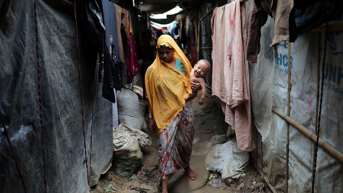 أم من لاجئي الروهينغا بمخيم كوتوبالونغ في كوكس بازار ببنغلادش الجمعة