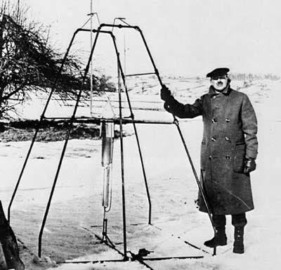 المهندس الأميركي روبرت غودارد وأول صاروخ في العالم يعمل بالوقود السائل