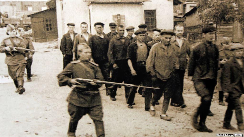 صورة لعدد من العاملين بمراكز العمل القسري السوفيتية