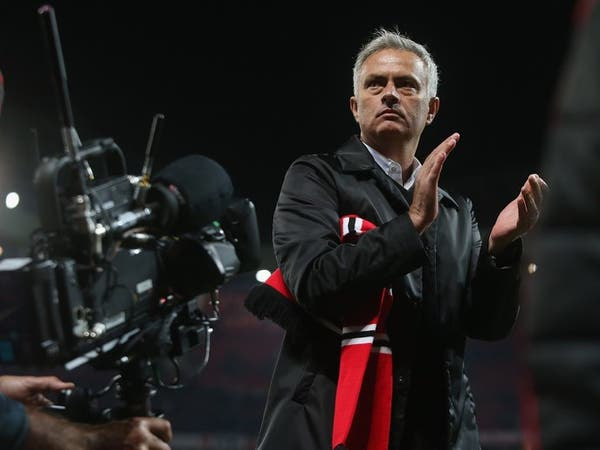 غاري نيفيل: مورينيو بحاجة إلى فرصة إضافية
