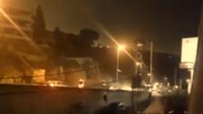 فيديو لسيارات تتصادم قرب بيروت وترمي اثنين من فوق الجسر