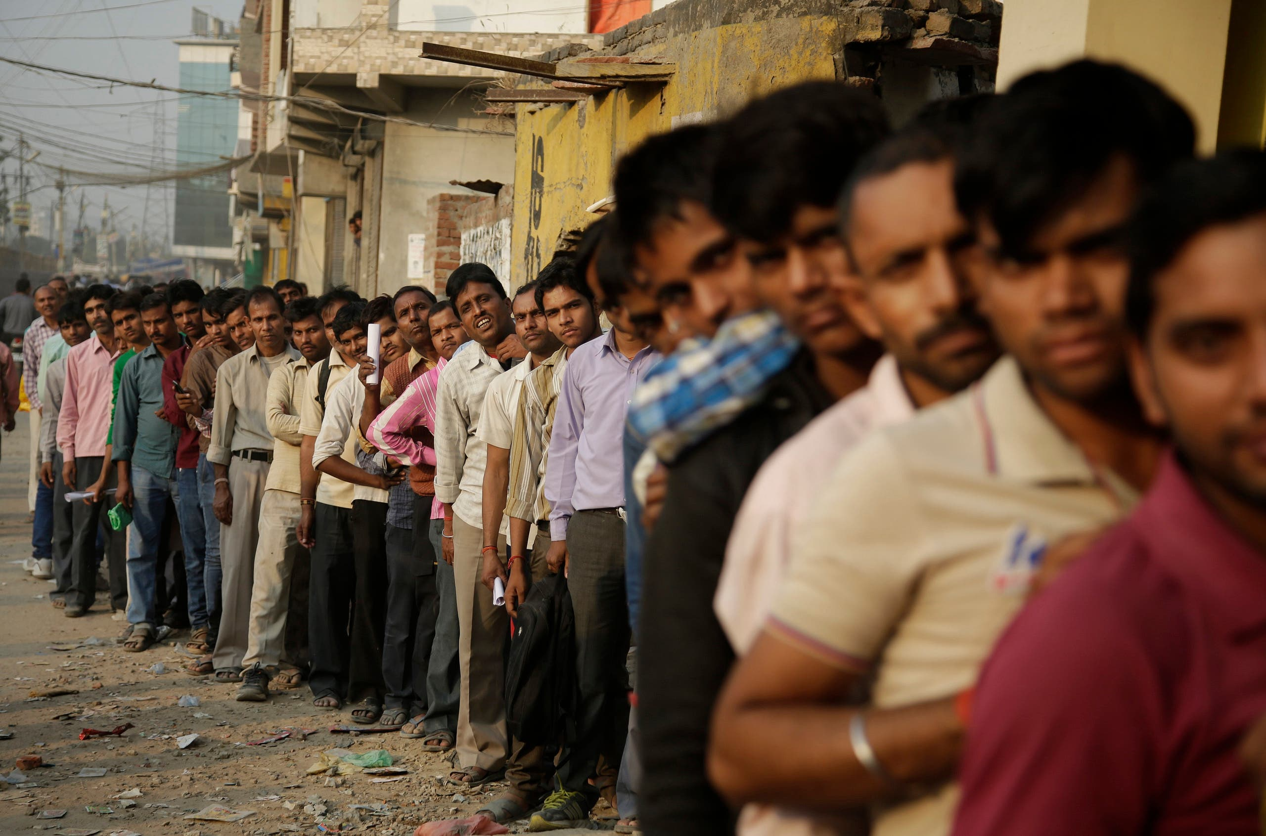 Indians stand in a queue to deposit and exchange discontinued currency notes outside a bank in New Delhi on Nov. 13, 2016. (AP)