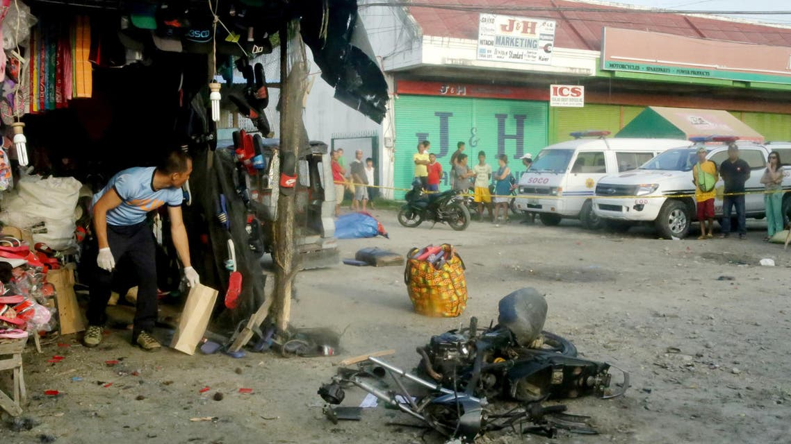 A police investigator (L) gathers evidence at the site of a bomb blast in Isulan town on the southern island of Mindanao on Augiust 29, 2018. (AFP)