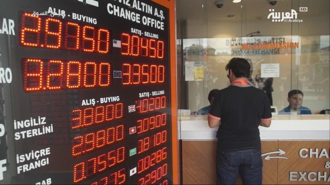 تراجع الليرة يطلق موجة جديدة من ارتفاع التضخم