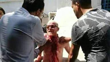 شاهد.. تونسي يحاول ذبح نفسه أمام مقر وزارة