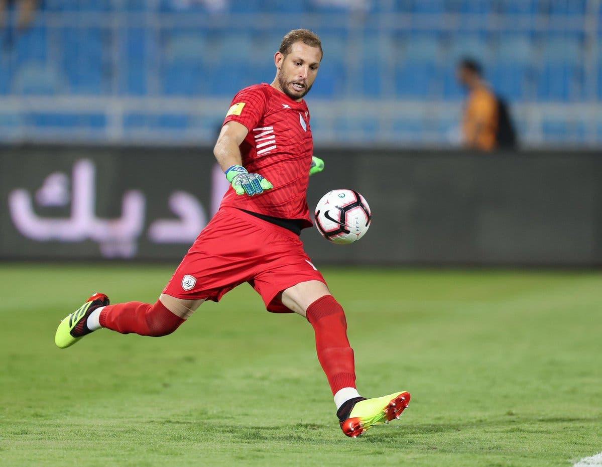 فاروق بن مصطفى في مباراة سابقة مع الشباب