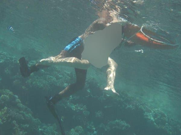 مدرب مصري يتحرش بسائحة في البحر.. وصور غطاس تفضحه