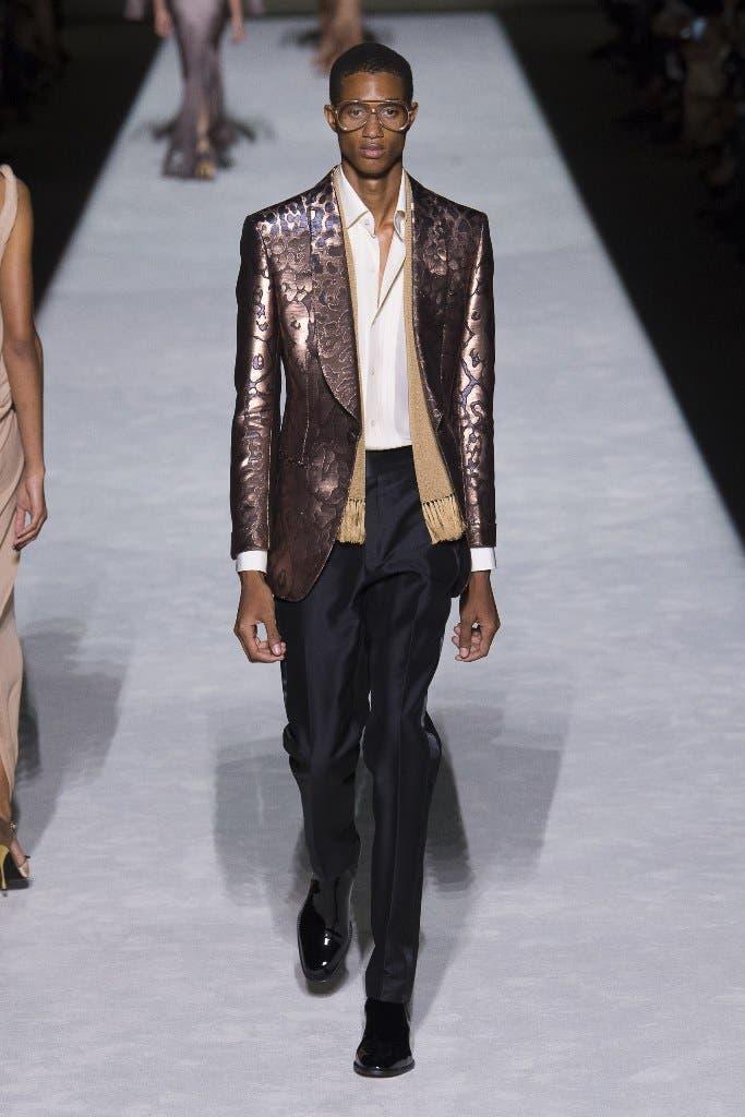 24f0bb56 0a4d 4546 9de8 057dc40cdec1 توم  فورد يفتتح اسبوع الموضة في نيويورك وجيجي حديد تتألق في العرض!!!