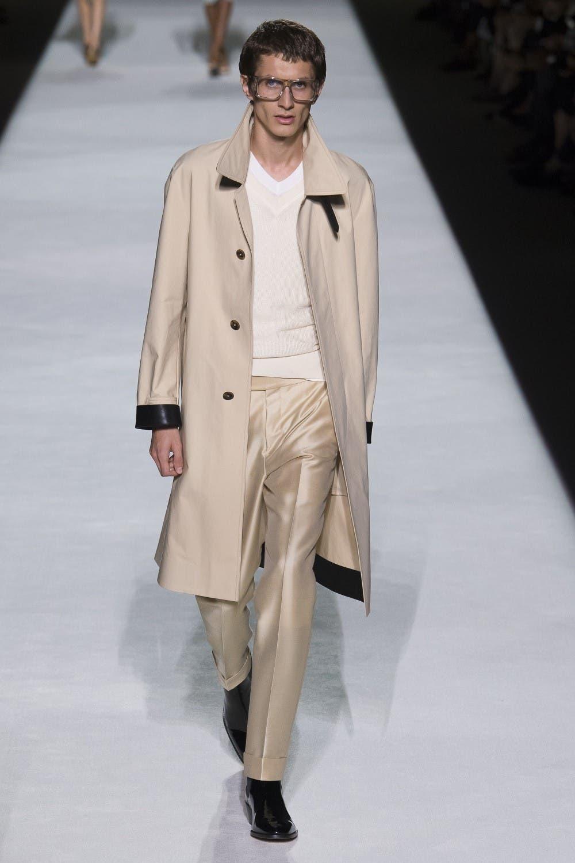 5a32d531 c155 4db4 ae69 7689d9e099e2 توم  فورد يفتتح اسبوع الموضة في نيويورك وجيجي حديد تتألق في العرض!!!
